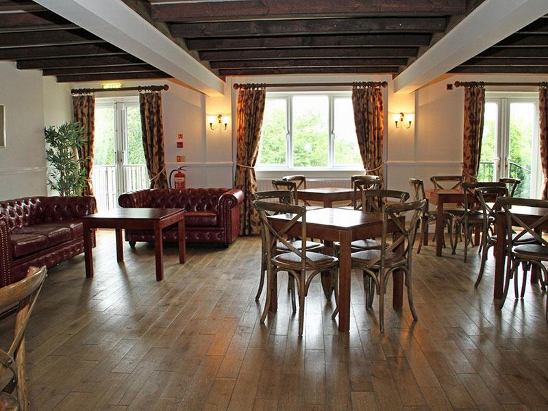 white-horse-lodge-hotel